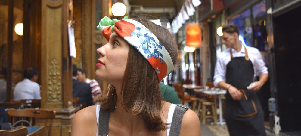 petitjean paris portraits de parisiennes accessoires soie lavallines carrés foulards marie