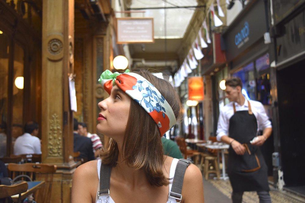petitjean paris portraits de parisiennes petitjean paris portraits de parisiennes accessoires soie lavallines carrés foulards marie