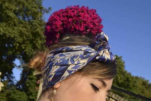petitjean+paris+portraits+de+parisiennes+accessoires+soie+lavallines+carrés+foulards+julie (7).jpeg