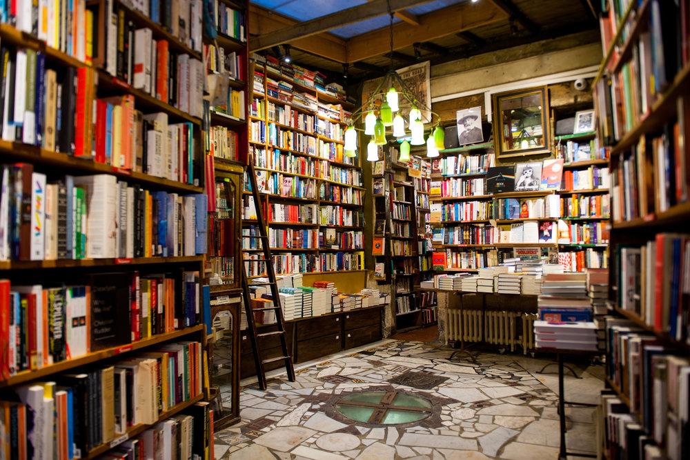 Petitjean Paris - Shakespeare's & Co inside.jpg