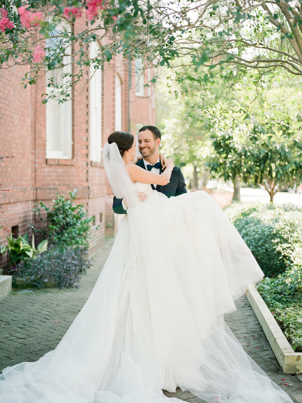 mckenzie_and_andrew_savannah_wedding_photographer_shannon_griffin_bride_and_groom-36.jpg