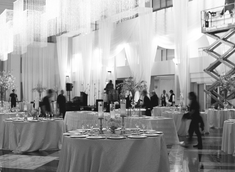 atrium at curtis center wedding photographer philadelphia wedding photographer shannon griffin_0011.jpg