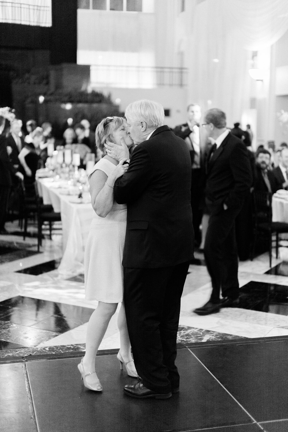 atrium at curtis center wedding photographer philadelphia wedding photographer shannon griffin_0052.jpg