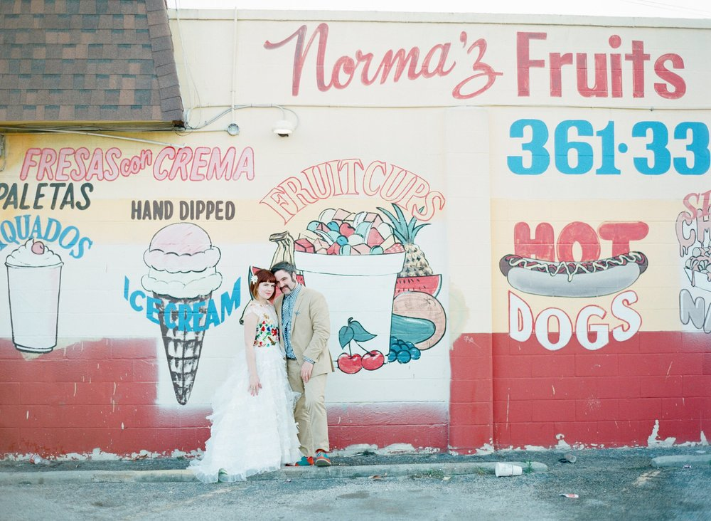 eclectic texan wedding the connoisseur of cute wedding texas wedding photographer shannon griffin photography_0006.jpg