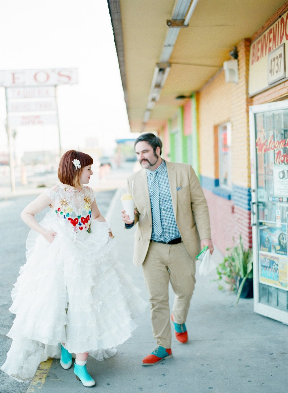 eclectic texan wedding the connoisseur of cute wedding texas wedding photographer shannon griffin photography_0013.jpg