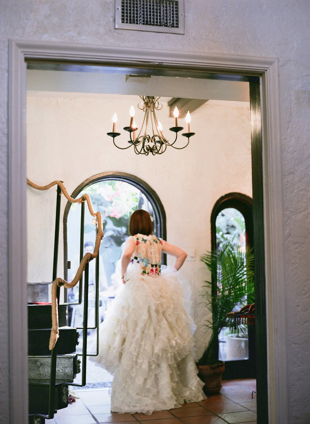 eclectic texan wedding the connoisseur of cute wedding texas wedding photographer shannon griffin photography_0048.jpg