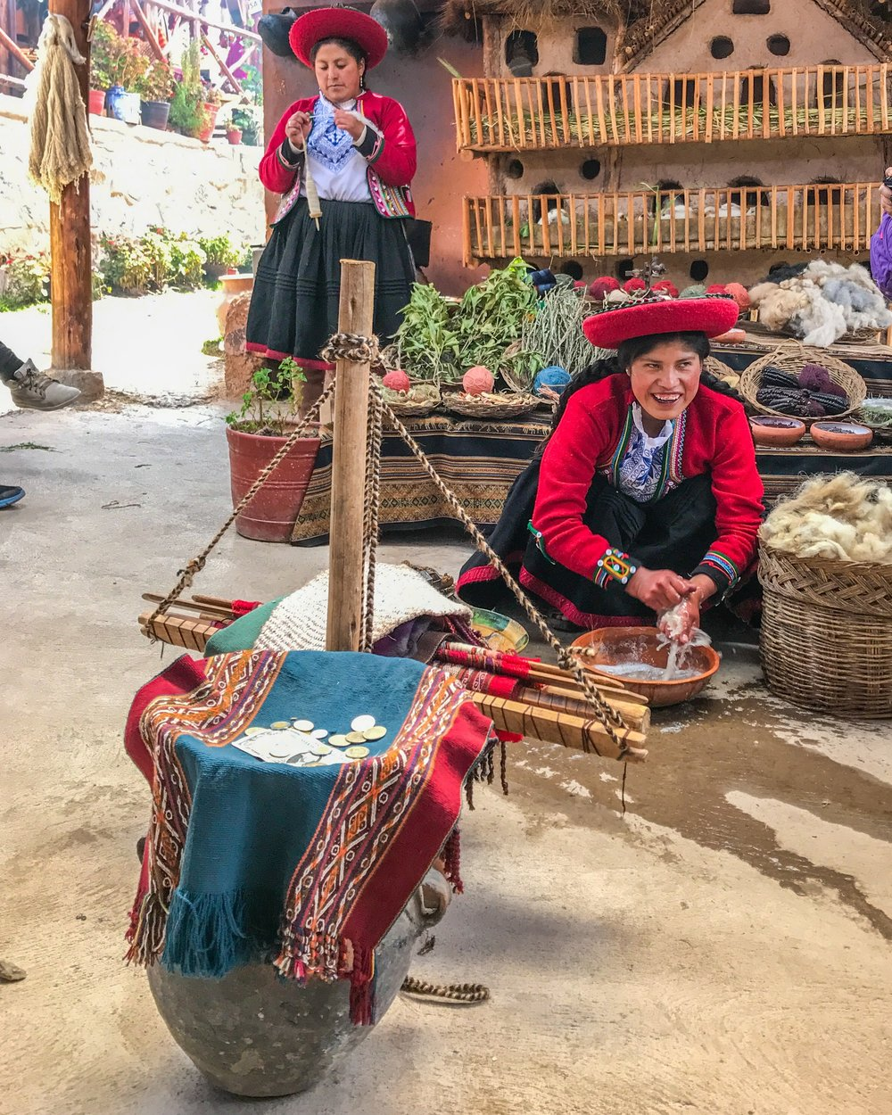Textile demonstration in Chinchera