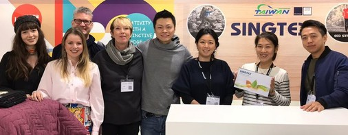 The Team: Nora Kühner's and Singtex' Partner Booth at Performance Days November 2017, Munich, Germany