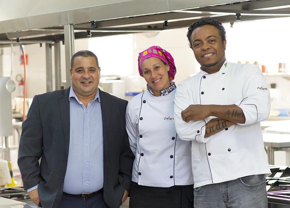 Celso Celano e os chefs de cozinha Vilma Celano e Alexandre Ribeiro.