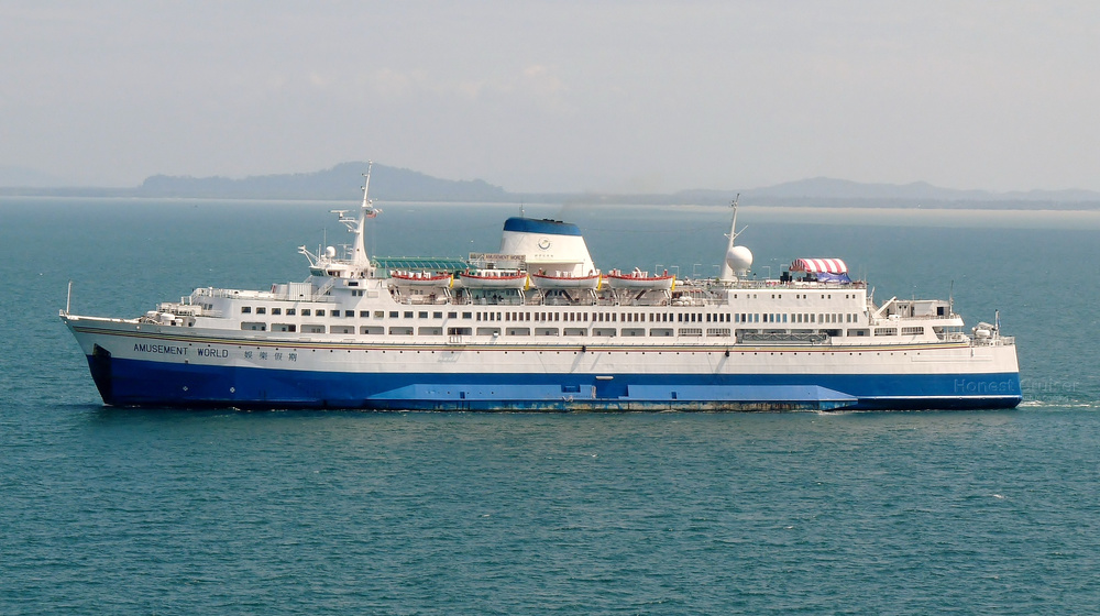 Amusement World slowly makes her way out of Penang port towards open seas.