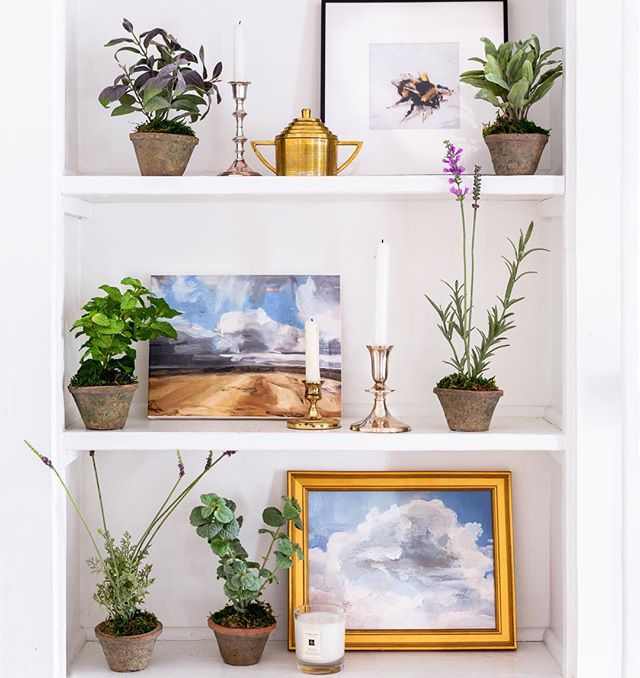 Beautiful shelfies are our jam❤️! Featuring: Bumblebee by Philine van der Vegte, Nicholson Field by Nicola Ray and Clouds by Philine van der Vegte  Styled by @michelle_adams_ and @emily.a.schoen at @cornmanfarms Photo by @martaxperez