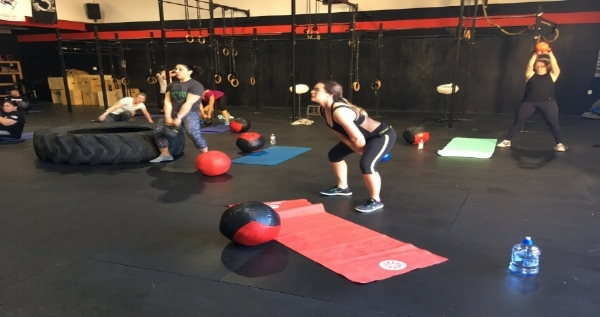Functional Fitness Classes, such as CrossFit, kick fat burning mode into high gear.