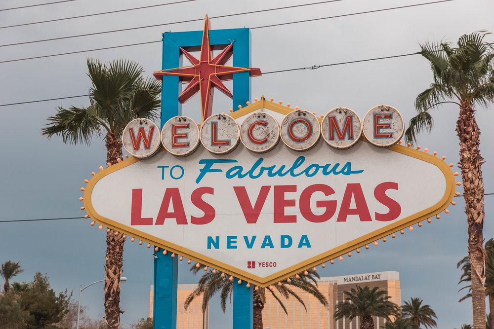Hotwire Has $50 5-Star Las Vegas HotRates Hotel Nights Available - But Act Fast! // #readysetjetset #hotwire #lasvegas #deals #hotels www.readysetjetset.net