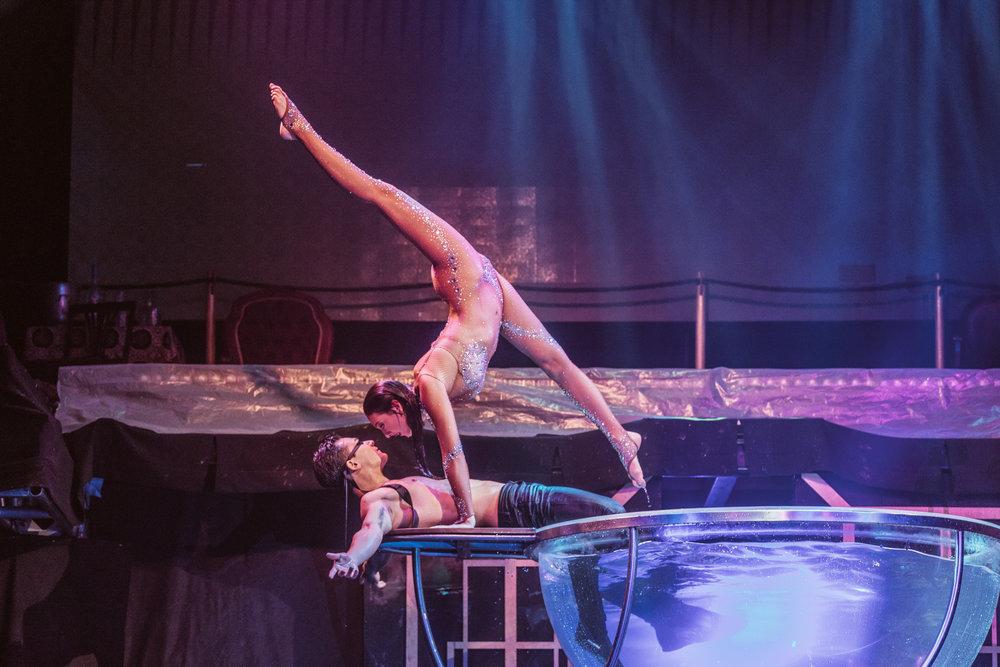 Cirque Paris at Eldorado Resort Casino Cedar Crest Cottages in Lake Tahoe //A Quick Guide to North Lake Tahoe & Reno