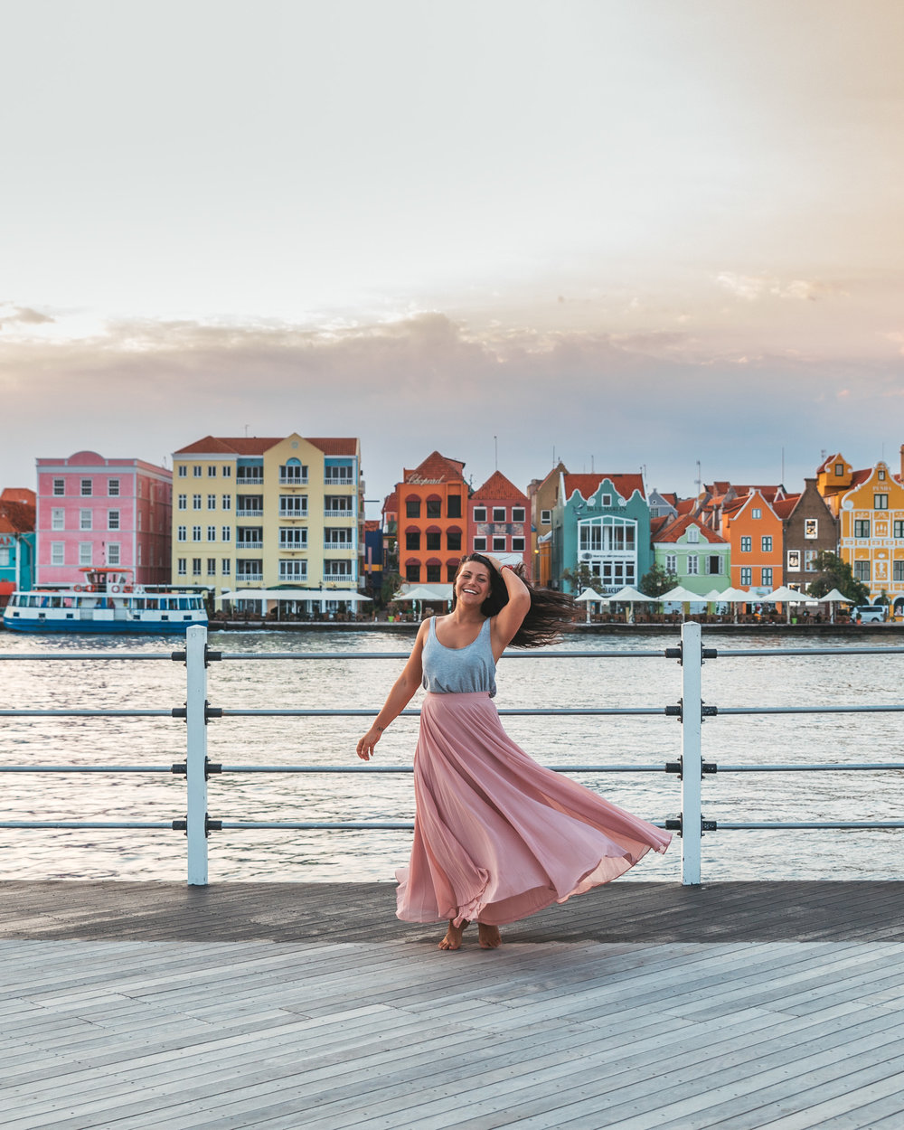The Queen Emma Bridge of Willemstad, Curaçao // 20 Photos to Show You Why Curaçao Needs to Be On Your Travel Radar // www.readysetjetset.net #readysetjetset #curacao #caribbean #beach #ocean #paradise #travel