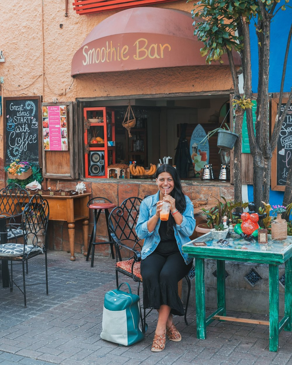 A smoothie shop cafe in Willemstad, Curaçao // 20 Photos to Show You Why Curaçao Needs to Be On Your Travel Radar // www.readysetjetset.net #readysetjetset #curacao #caribbean #beach #ocean #paradise #travel