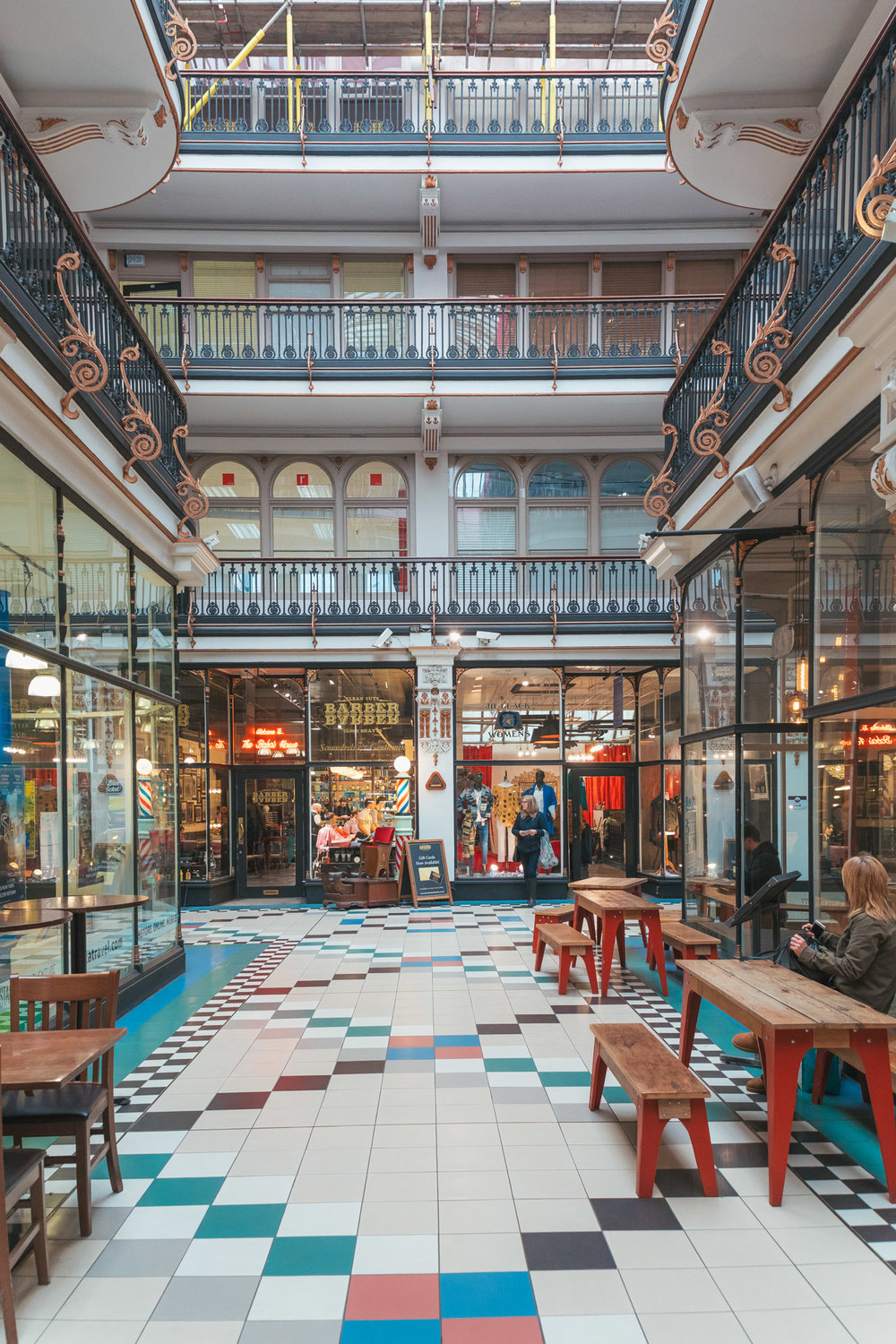 Barton Arcade in Manchester // 11 INSTAGRAM-WORTHY PHOTO SPOTS IN MANCHESTER, ENGLAND // www.readysetjetset.net #readysetjetset #manchester #england #uk #unitedkingdom #cityguide #travel