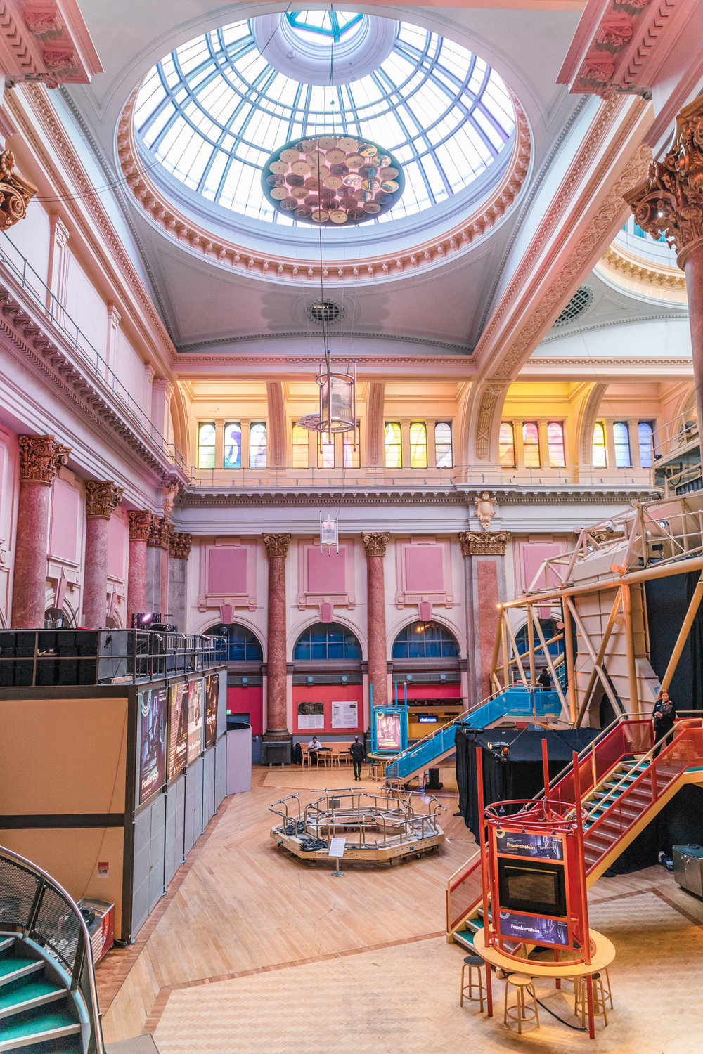 The pink marble of the Royal Exchange Theatre in Manchester // 11 INSTAGRAM-WORTHY PHOTO SPOTS IN MANCHESTER, ENGLAND // www.readysetjetset.net #readysetjetset #manchester #england #uk #unitedkingdom #cityguide #travel
