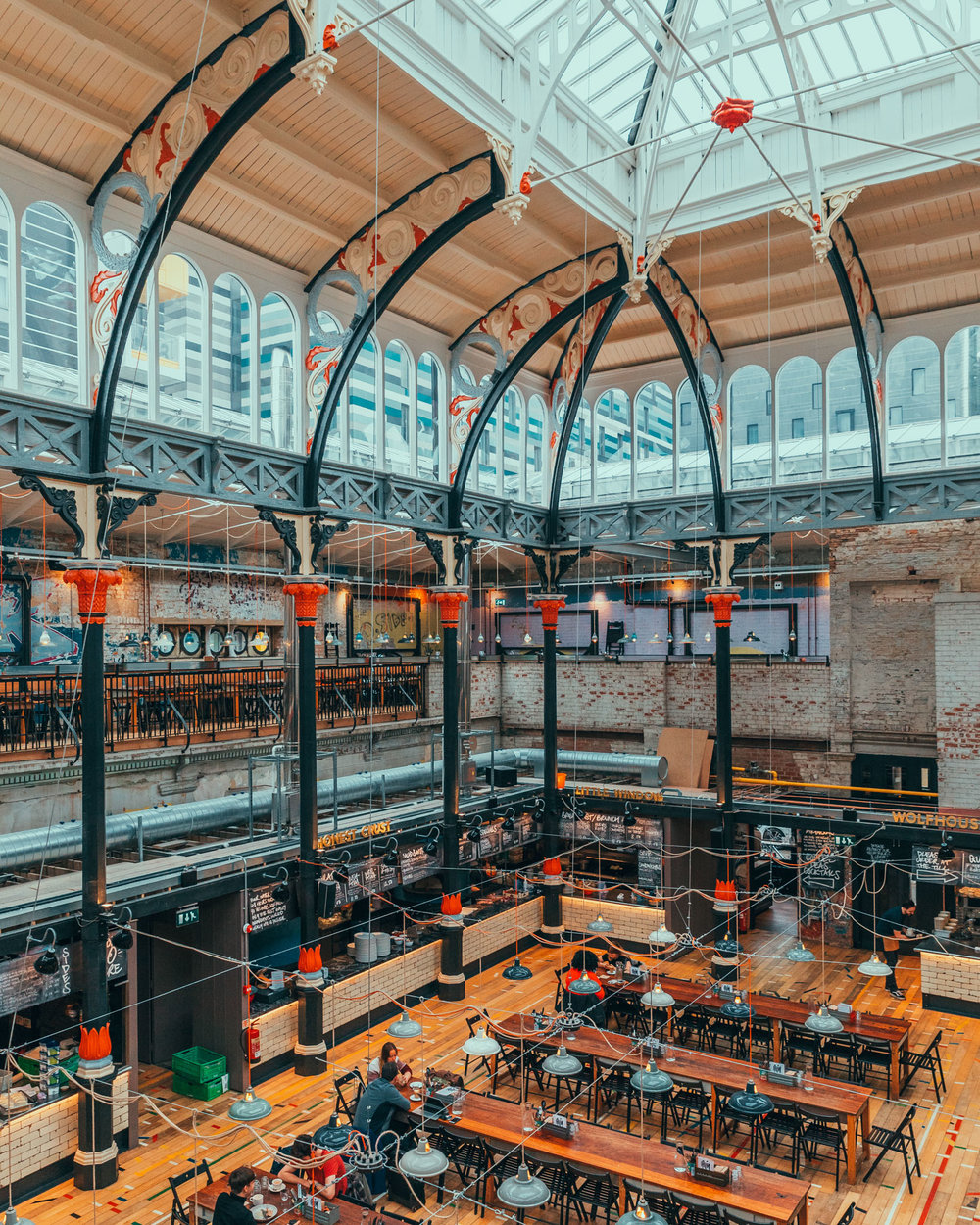 Trendy food stalls at Mackie Mayor food hall The pink marble of the Royal Exchange Theatre in Manchester // 11 INSTAGRAM-WORTHY PHOTO SPOTS IN MANCHESTER, ENGLAND // www.readysetjetset.net #readysetjetset #manchester #england #uk #unitedkingdom #cityguide #travel