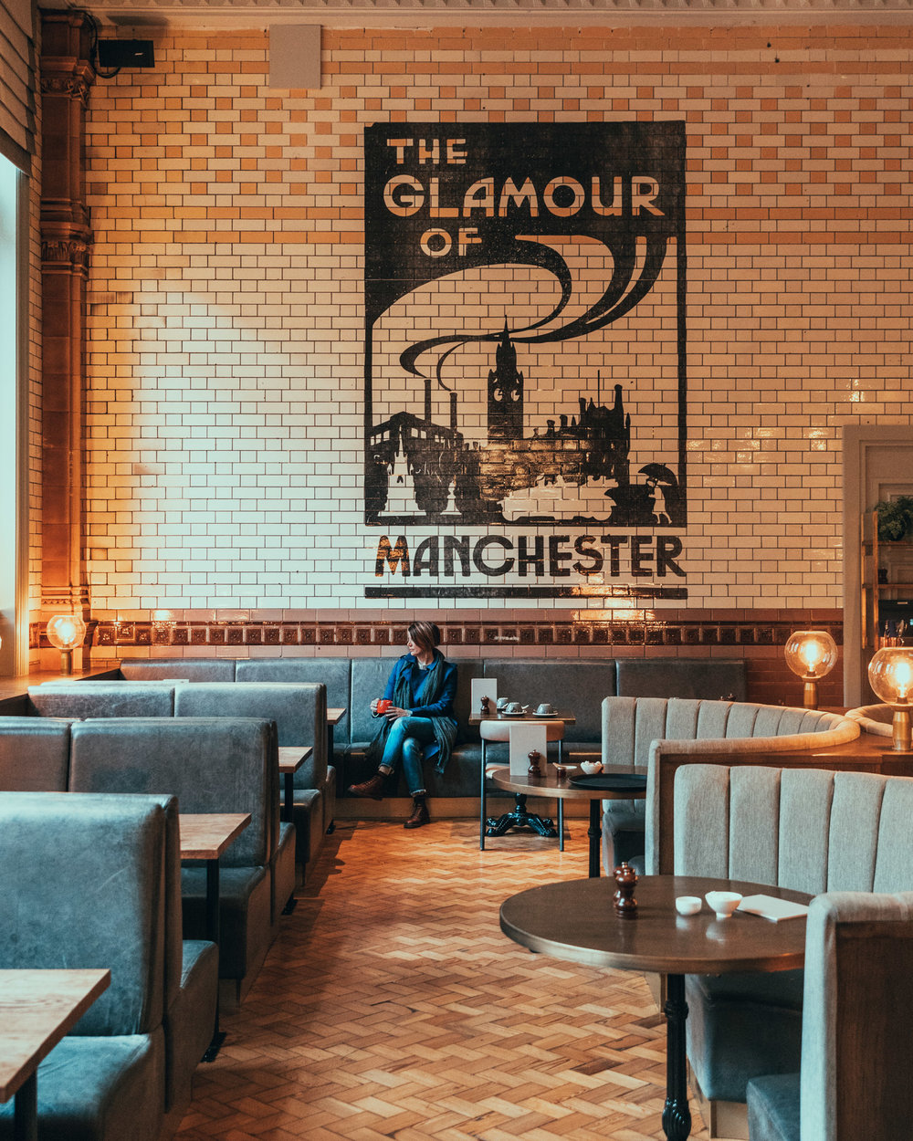 """The Glamour of Manchester"" at The Refuge // 11 INSTAGRAM-WORTHY PHOTO SPOTS IN MANCHESTER, ENGLAND // www.readysetjetset.net #readysetjetset #manchester #england #uk #unitedkingdom #cityguide #travel"