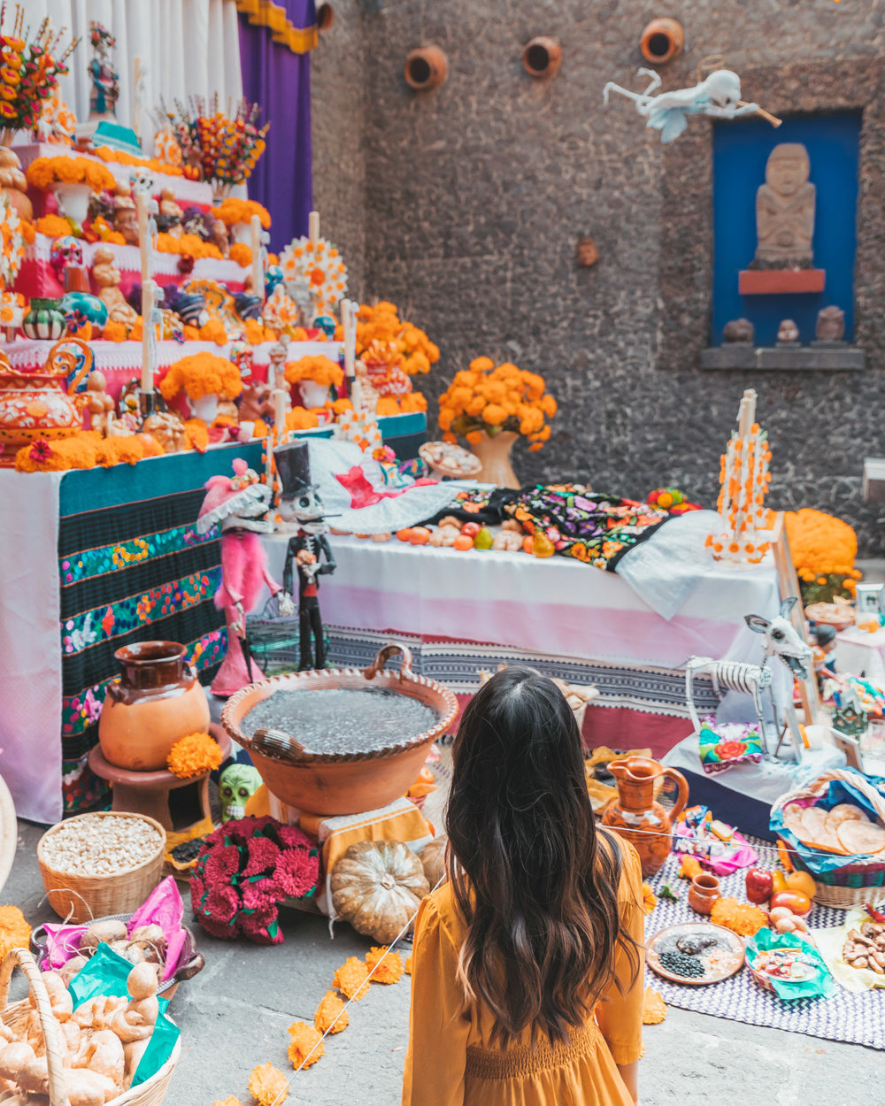 Frida Kahlo's ofrenda // Mexico City Day of the Dead Parade // What to Do In Mexico City for Day of the Dead // www.readysetjetset.net #readysetjetset #mexicocity #dayofthedead #traveltips #blogtips