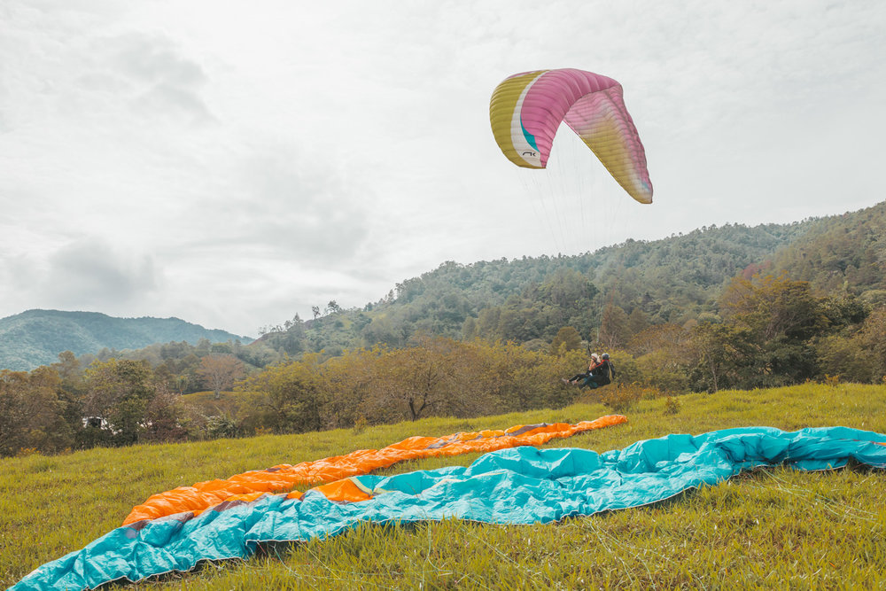 Paragliding // The Adventure Guide to Jarabacoa, Dominican Republic #readysetjetset #travel #bloggingtips #traveltips #caribbean