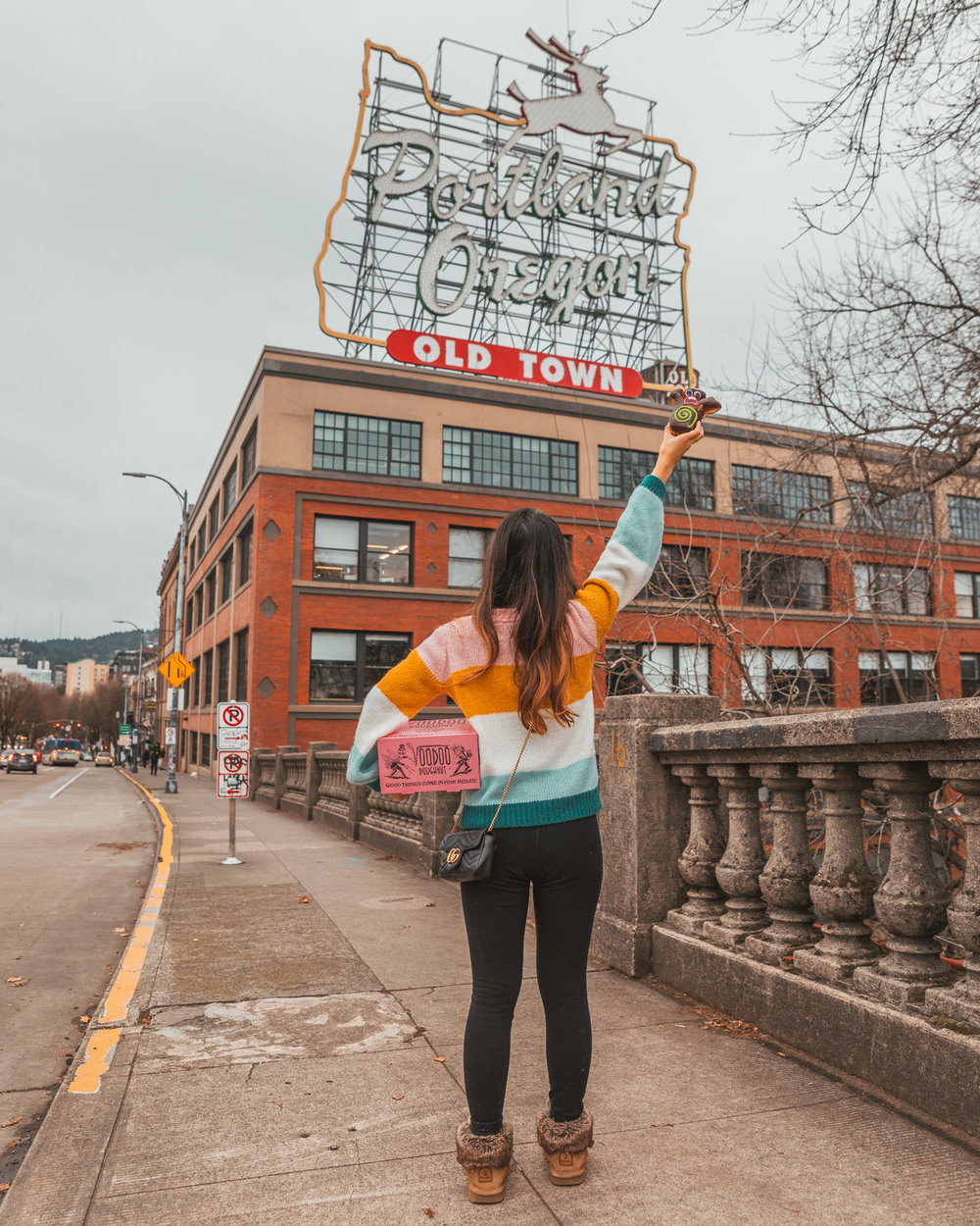 The famous Portland sign with Voodoo Doughnuts // Checking In: The Radisson Red in Downtown Portland, Oregon #readysetjetset #pdx #portland #blogpost #travelguide