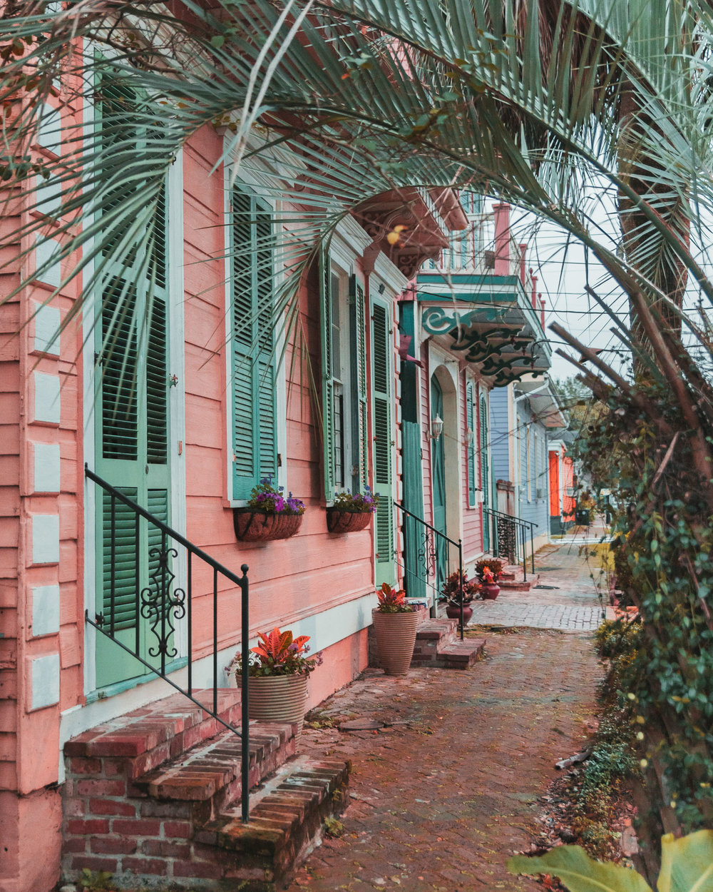 Colorful houses in the Garden District // The Most Instagrammable Spots in New Orleans // #readysetjetset www.readysetjetset.net