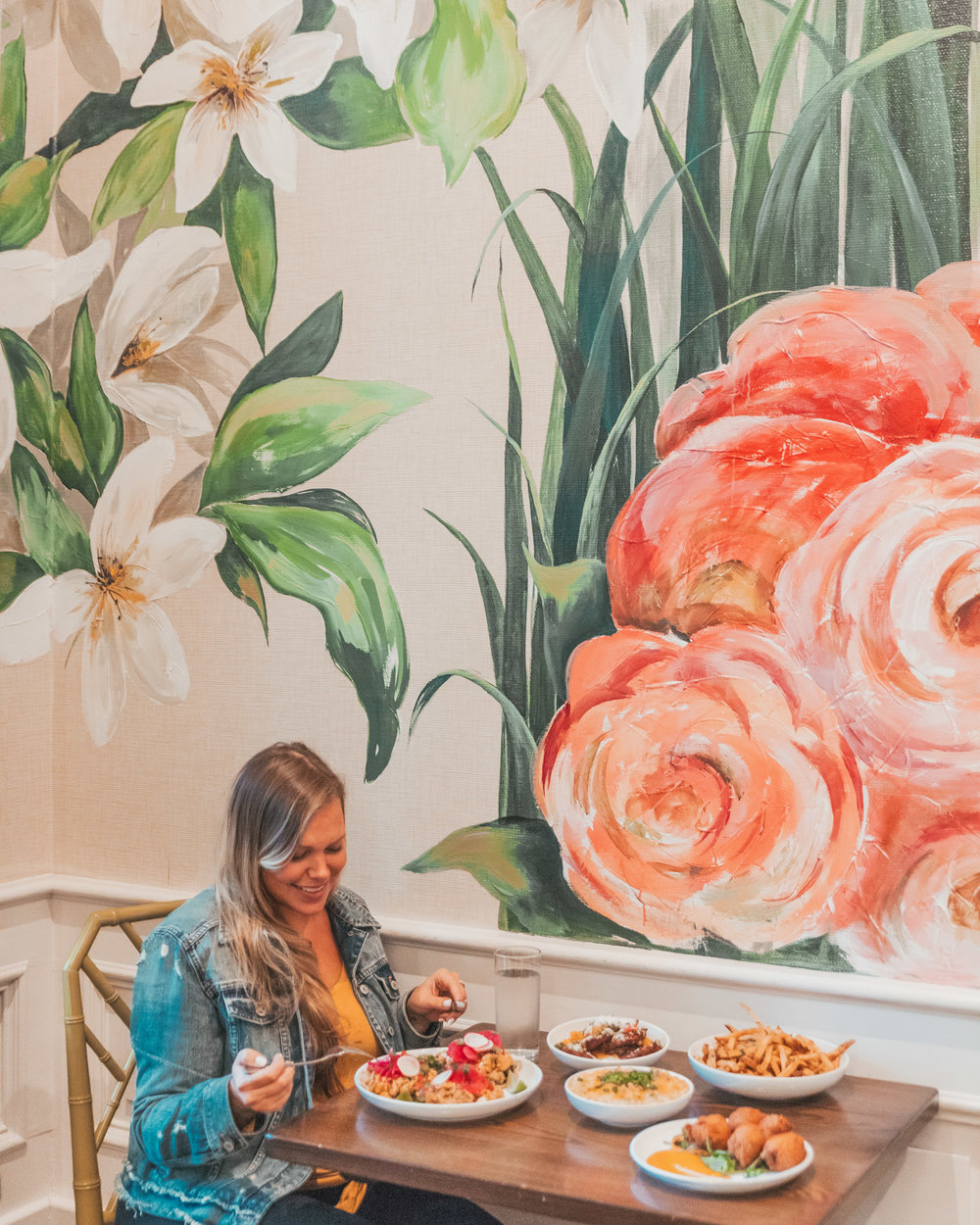 Dining at The Country Club restaurant // The Most Instagrammable Spots in New Orleans // #readysetjetset www.readysetjetset.net