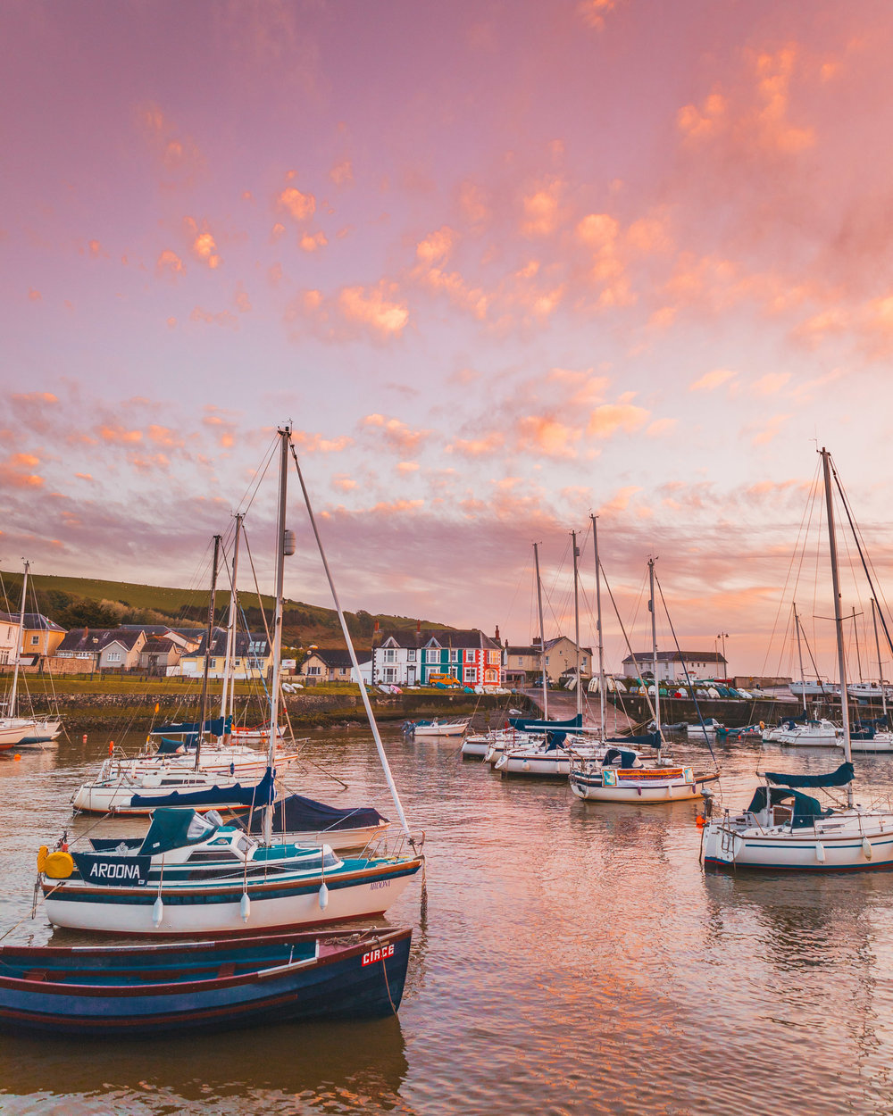 Aberaeron harbour sunset // The Most Beautiful Places to Visit in Wales // #readysetjetset #wales #uk #welsh #travel #photospots #blogpost