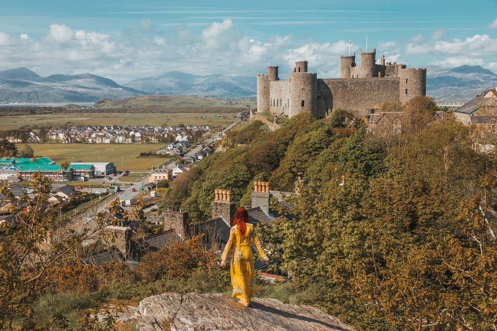 Harlech Castle // The Most Beautiful Places to Visit in Wales // #readysetjetset #wales #uk #welsh #travel #photospots #blogpost