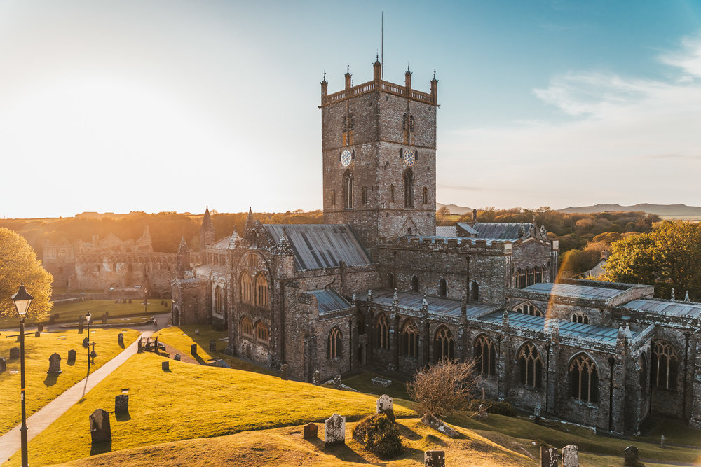 Golden hour at St Davids Cathedral // The Most Beautiful Places to Visit in Wales // #readysetjetset #wales #uk #welsh #travel #photospots #blogpost