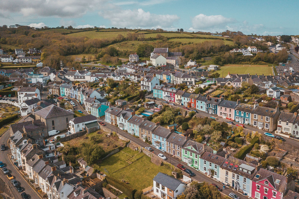 Colorful houses of New Quay from above by drone // The Most Beautiful Places to Visit in Wales // #readysetjetset #wales #uk #welsh #travel #photospots #blogpost