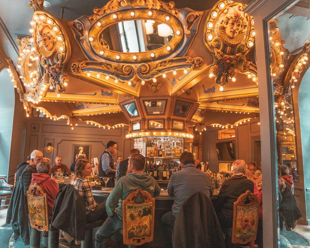 Carousel Bar Hotel Monteleone - The Rainy Day Guide to New Orleans www.readysetjetset.net #readysetjetset