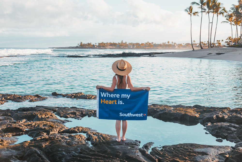 Southwest Airlines flag at the beach // 10 Things You Have to Do on the Big Island of Hawaii // www.readysetjetset.net #readysetjetset #hawaii #bigisland #blogpost #hawaiiguide