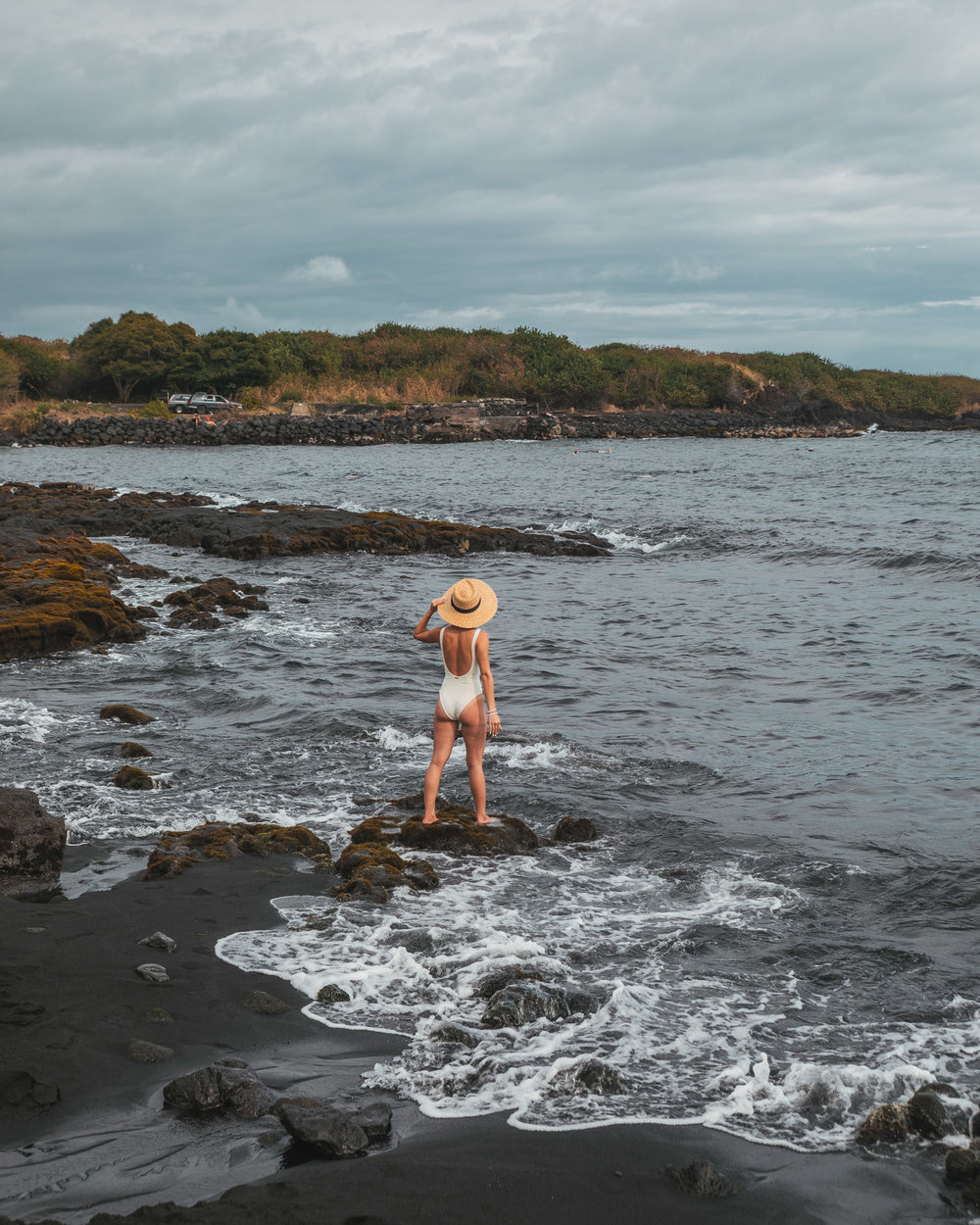 Black Sand Beach  // 10 Things You Have to Do on the Big Island of Hawaii // www.readysetjetset.net #readysetjetset #hawaii #bigisland #blogpost #hawaiiguide