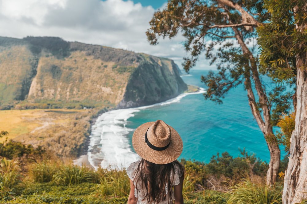 Waipio Valley overlook  // 10 Things You Have to Do on the Big Island of Hawaii // www.readysetjetset.net #readysetjetset #hawaii #bigisland #blogpost #hawaiiguide