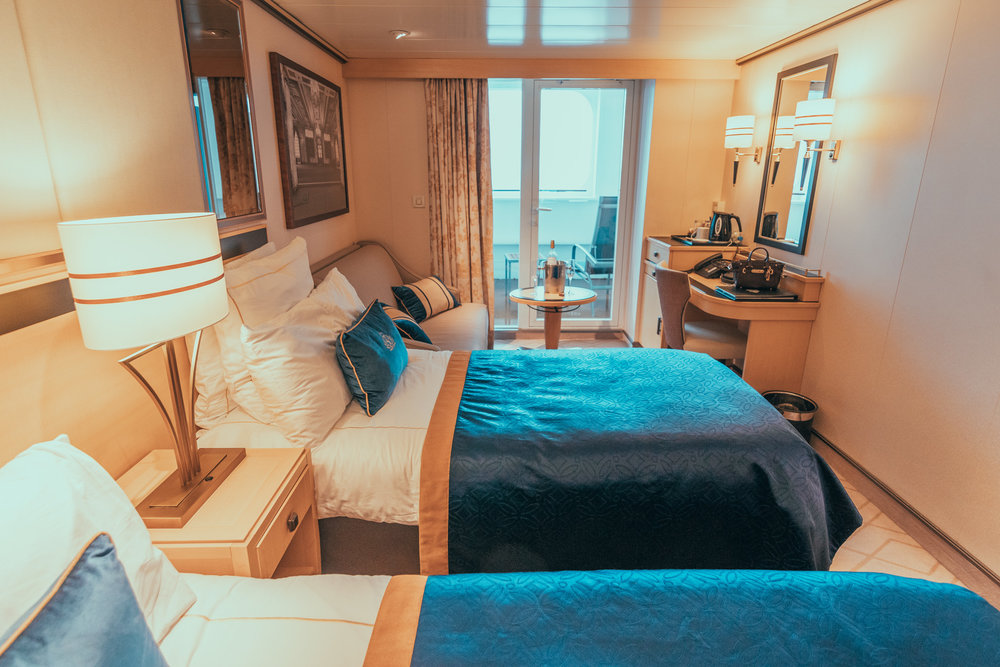 Our stateroom onboard the QM2 // Transatlantic Cruising on the Cunard Queen Mary 2 #readysetjetset