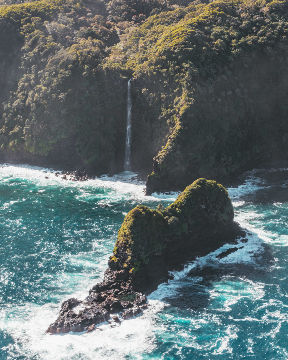 Maverick Helicopters Maui flight // The Quick Guide to Visiting Maui, Hawaii #readysetjetset #hawaii #maui
