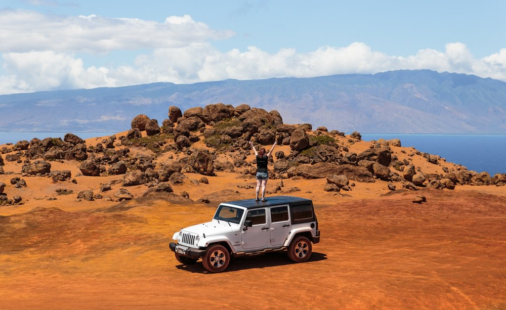 Off-roading in a Jeep on Lanai's red sand // The Quick Guide to Visiting Maui, Hawaii #readysetjetset #hawaii #maui