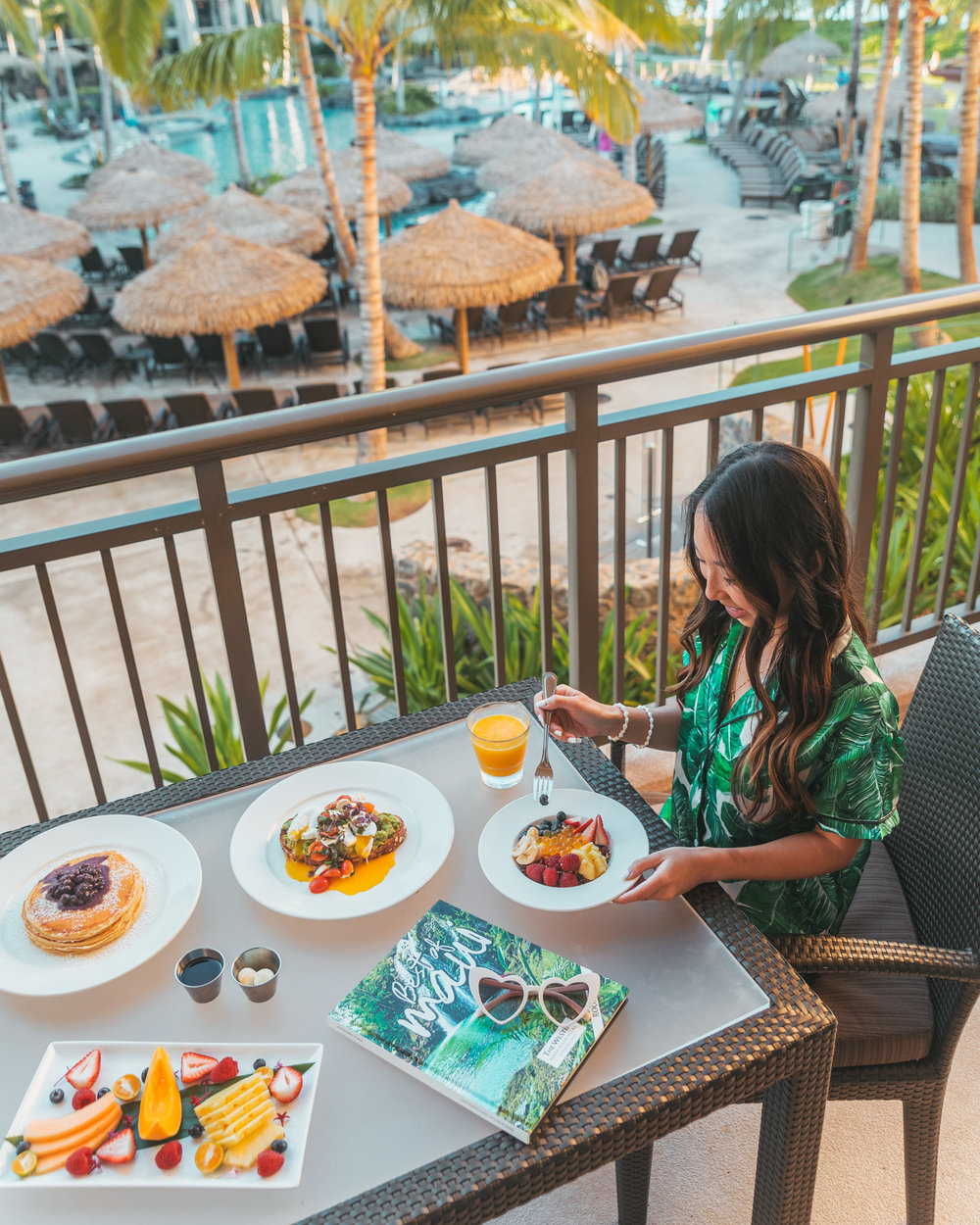 Balcony breakfast at Westin Nanea // The Quick Guide to Visiting Maui, Hawaii #readysetjetset #hawaii #maui