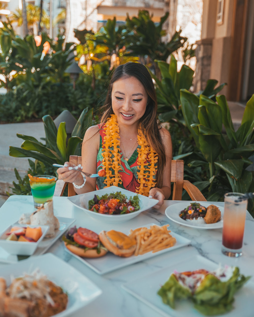 Inu Pool Bar lunch at Westin Nanea // The Quick Guide to Visiting Maui, Hawaii #readysetjetset #hawaii #maui