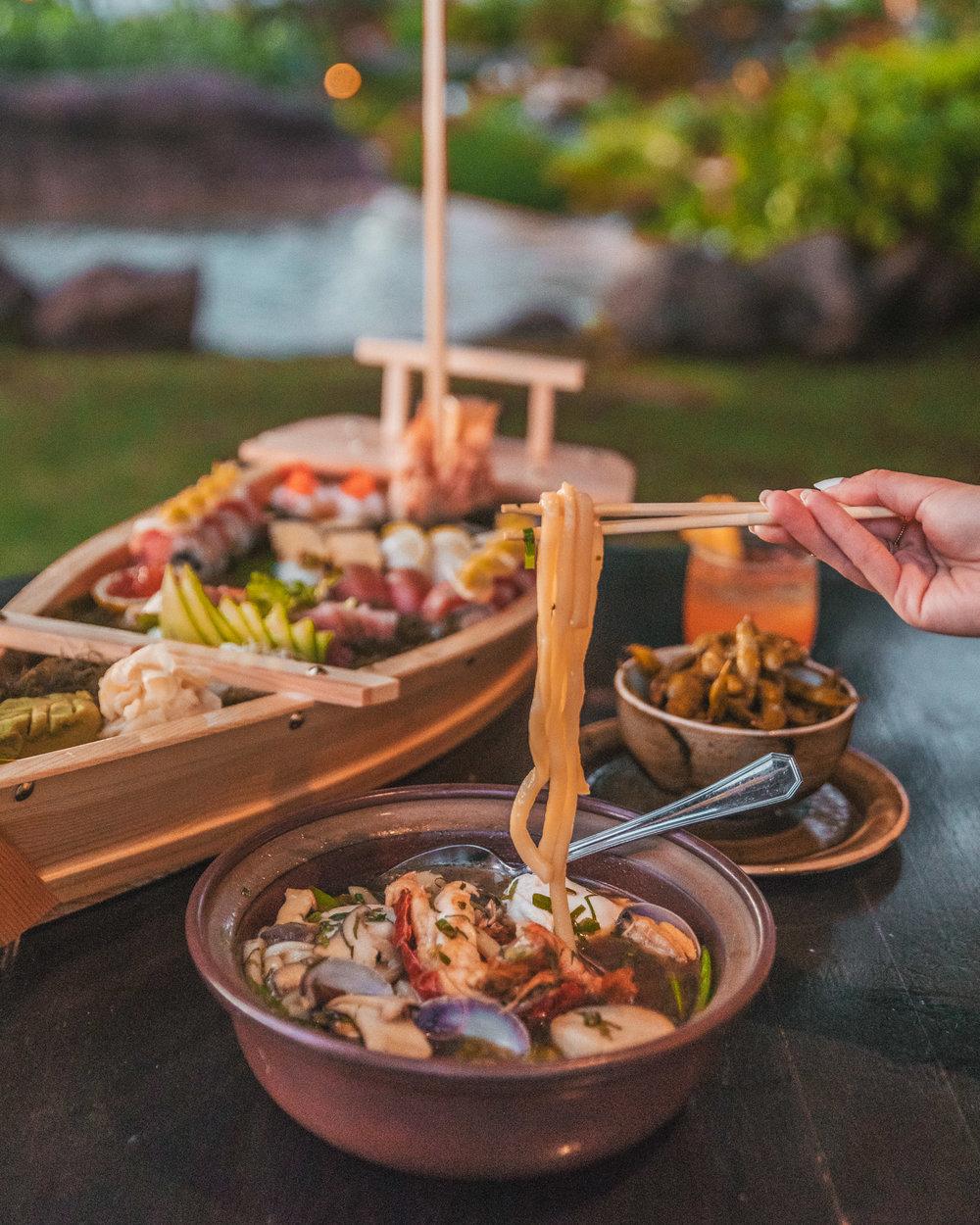 Ramen and sushi boat at Japengo, Hyatt Regency Maui // The Quick Guide to Visiting Maui, Hawaii #readysetjetset #hawaii #maui