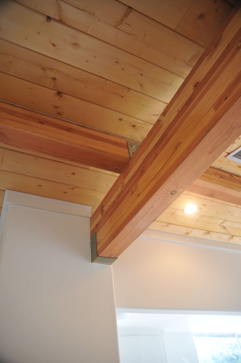 A detail of the glulam ridge beam that is supported without a column to achieve the desired effect.