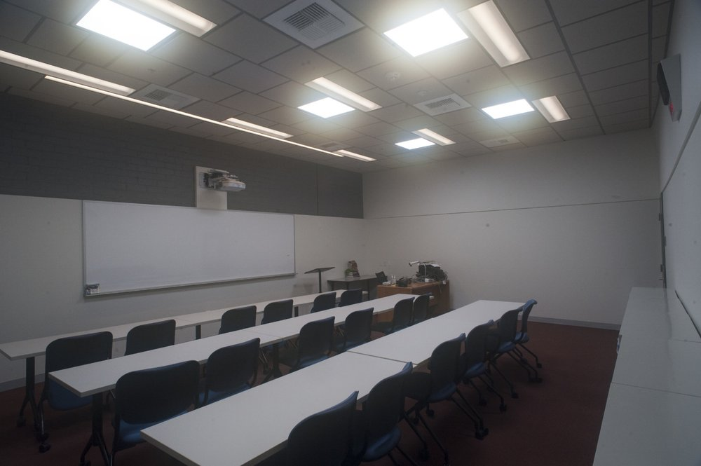 The classrooms are provided with high ceilings, sophisticated audio visual infrastructure and the ability to be fully illuminated via daylight to create optimal learning environments.