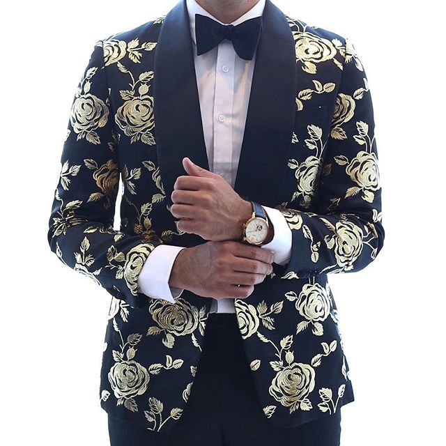 Can't find the suit jacket you've been envisioning? Here at @artofsuiting we can create that custom look you've been dreaming of - just bring us your fabric and we can make those dreams a reality!  #suit #customsuits #mensfashion #fabric #menswear #suitstyle #men #designer #imageconsultant #toronto #the6 #suitsharks