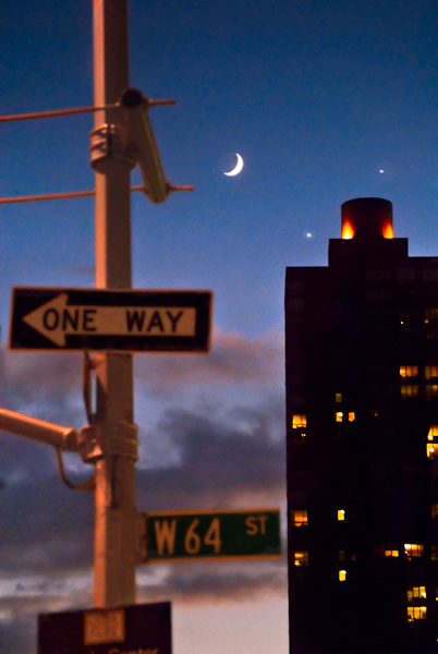 planetary_alignment_1_moon_jupiter_and_venus_nyc_dec_1_2008.jpg