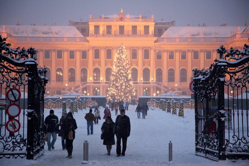Vienna_Schonbrunn_Weihnachtsmarkt_Christmas_Market.jpg