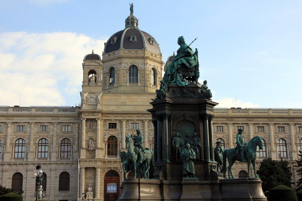 Maria Theresia Monument Vienna.jpeg