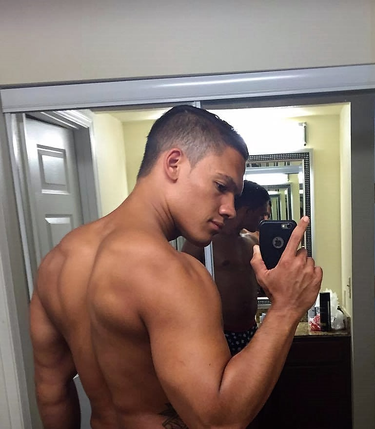 Miguel Selfie